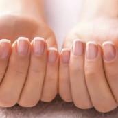 Jak wykonać francuski manicure?