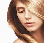Wrażliwa i podrażniona skóra głowy – jak ją pielęgnować, by zmniejszyć swędzenie i zaczerwienienie na głowie?