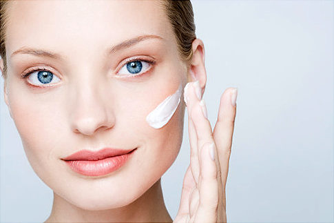 Oczyszczanie twarzy z mankamentów tłustej cery