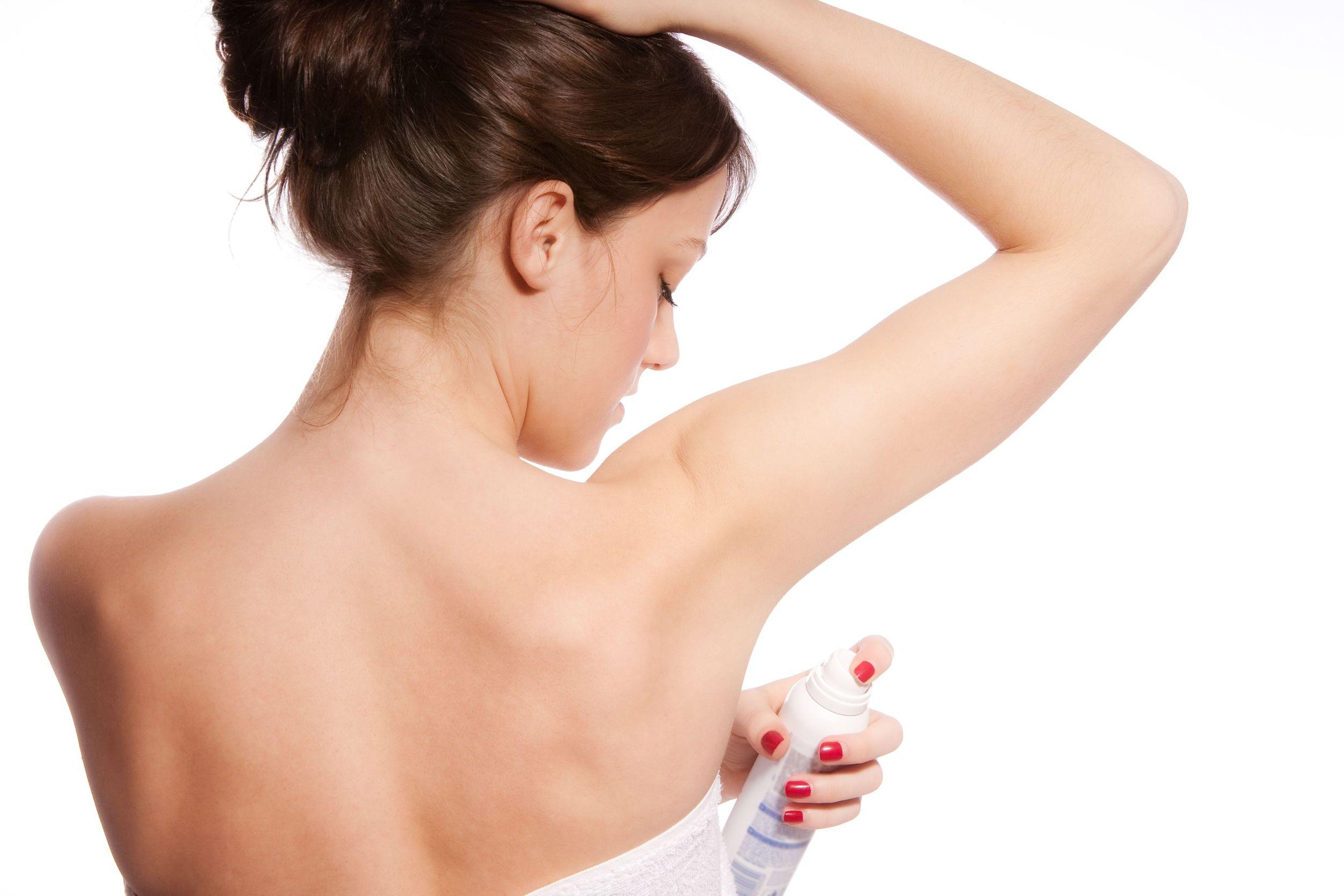 Pielęgnacja podrażnionych pach. Jak wybrać właściwy dezodorant?