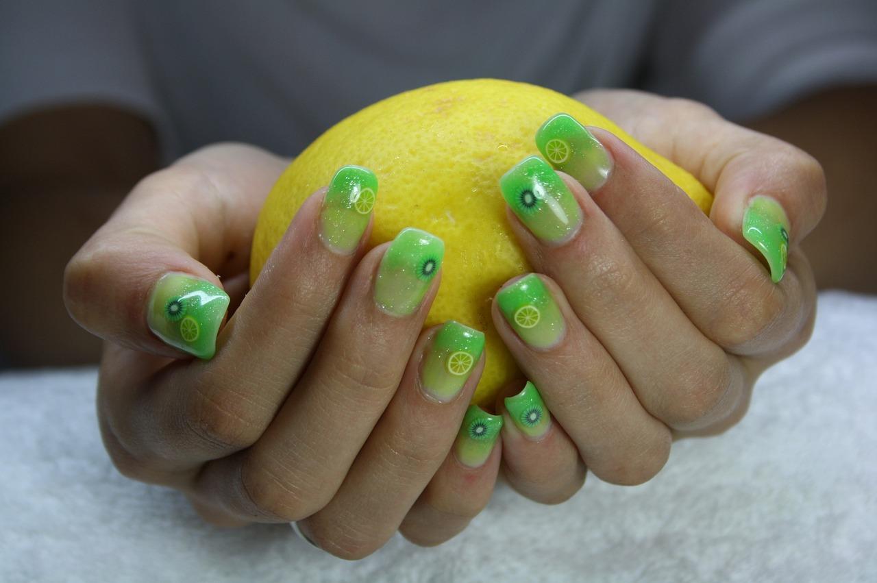 Jak dbać o manicure hybrydowy?