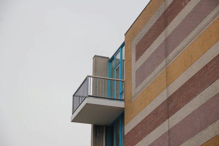 Jak można wyselekcjonować osłonę balkonową?