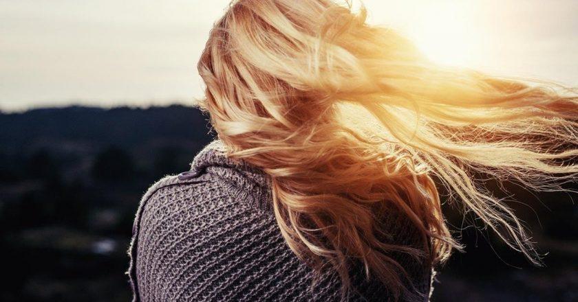 Czy warto prostować sobie włosy keratyną?