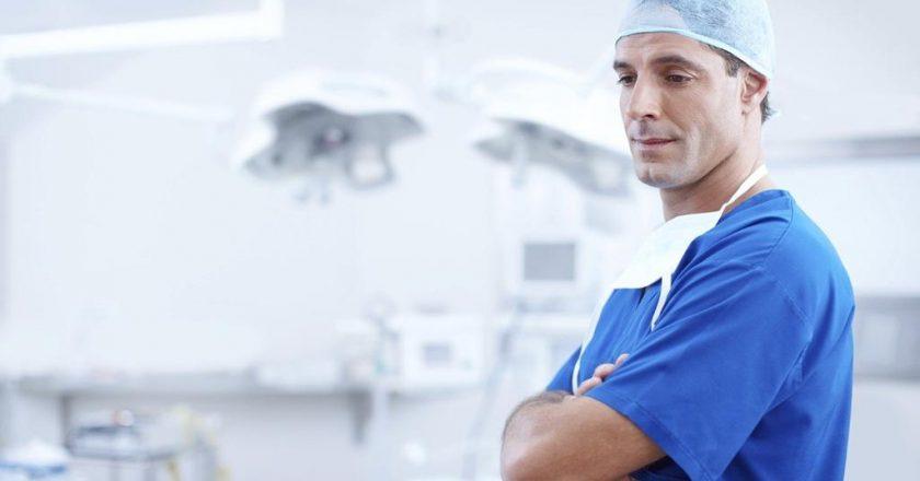 Jak powinien wyglądać uniform dla stomatologa lub dentysty?