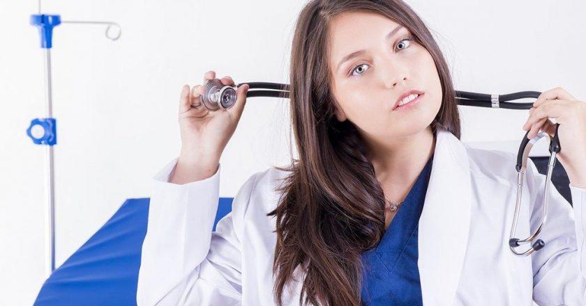 Na czym polega różnica między laryngologiem a otolaryngologiem?