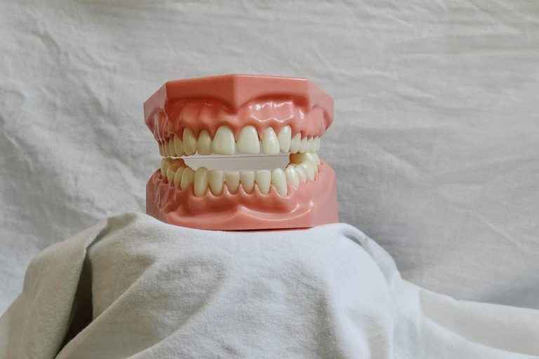 Umów się na wizytę u dentysty aby mieć zdrowe zęby